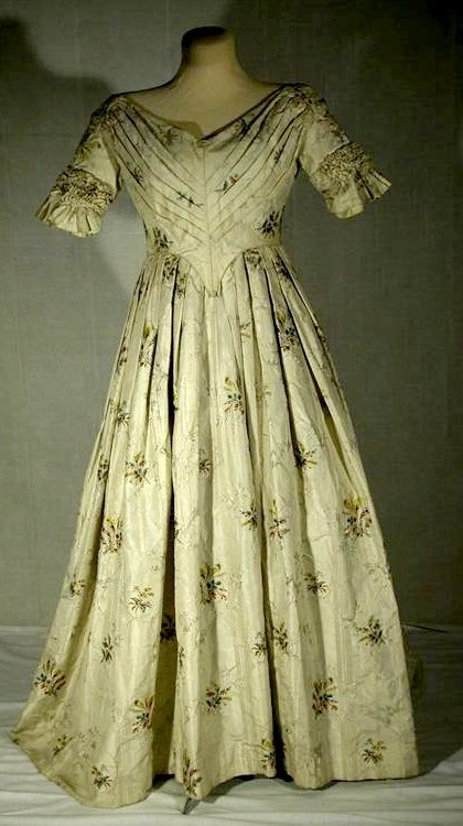 Kleid (Lippisches Landesmuseum Detmold CC BY-NC-SA)